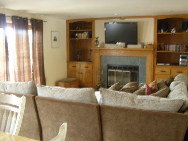 76I- living room fireplace.jpg