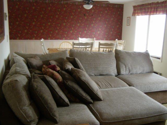 76I- livingroom dining area.jpg