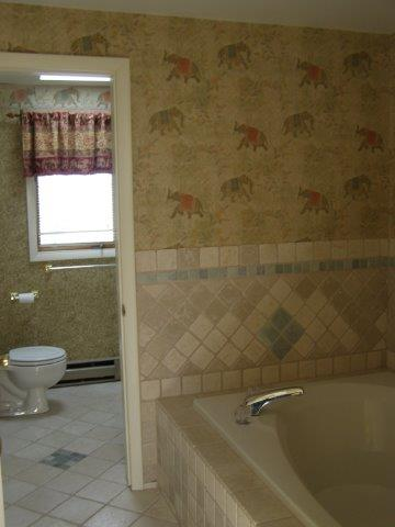 76I- master bath jacuzzi.jpg