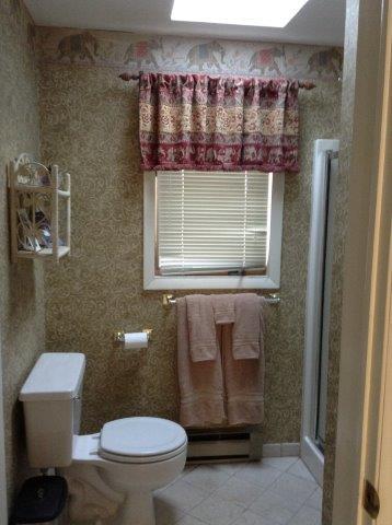 76I-master bath.jpg