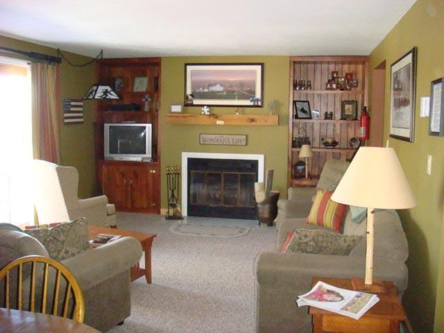 78-I livingroom.JPG