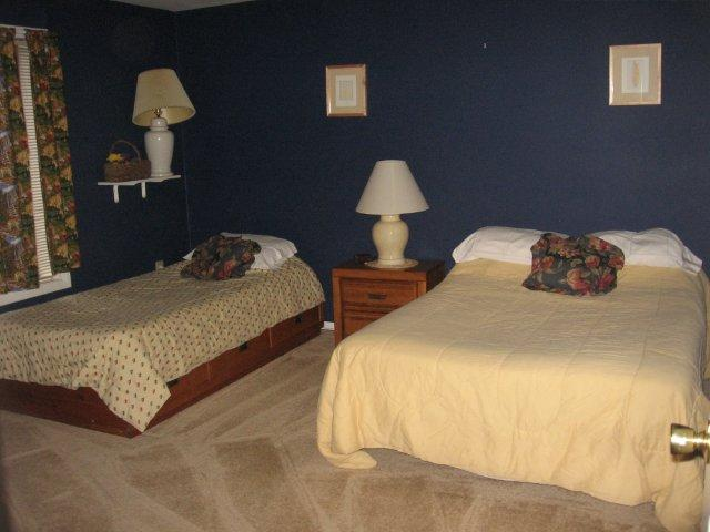 9J- 2nd Bedroom. jpg.JPG