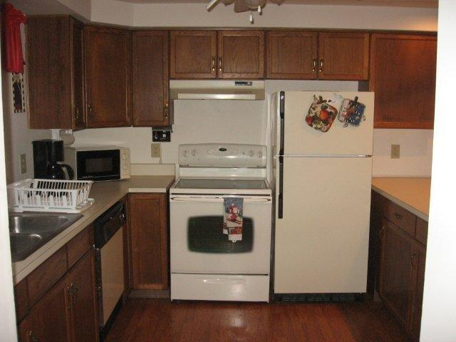 9J- Kitchen 1. jpg.JPG