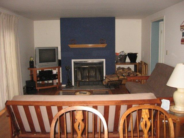 9J- Living Room fireplace. jpg.JPG